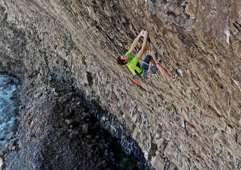"Adam Ondra escalando la vía ""La primera joya"" (8c) Chile"
